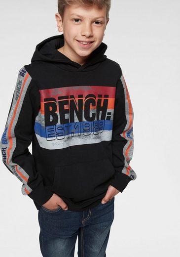 Bench. Kapuzensweatshirt mit coolem Druck