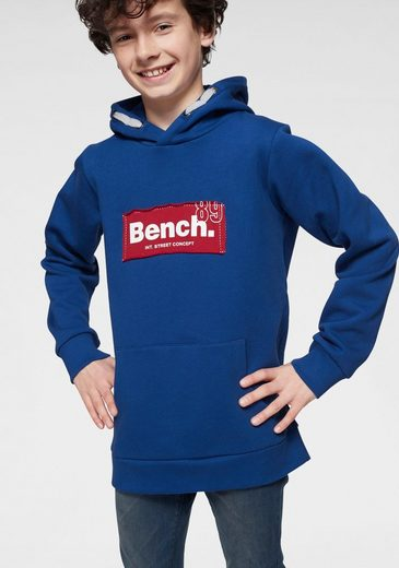 Bench. Kapuzensweatshirt mit cooler Applikation
