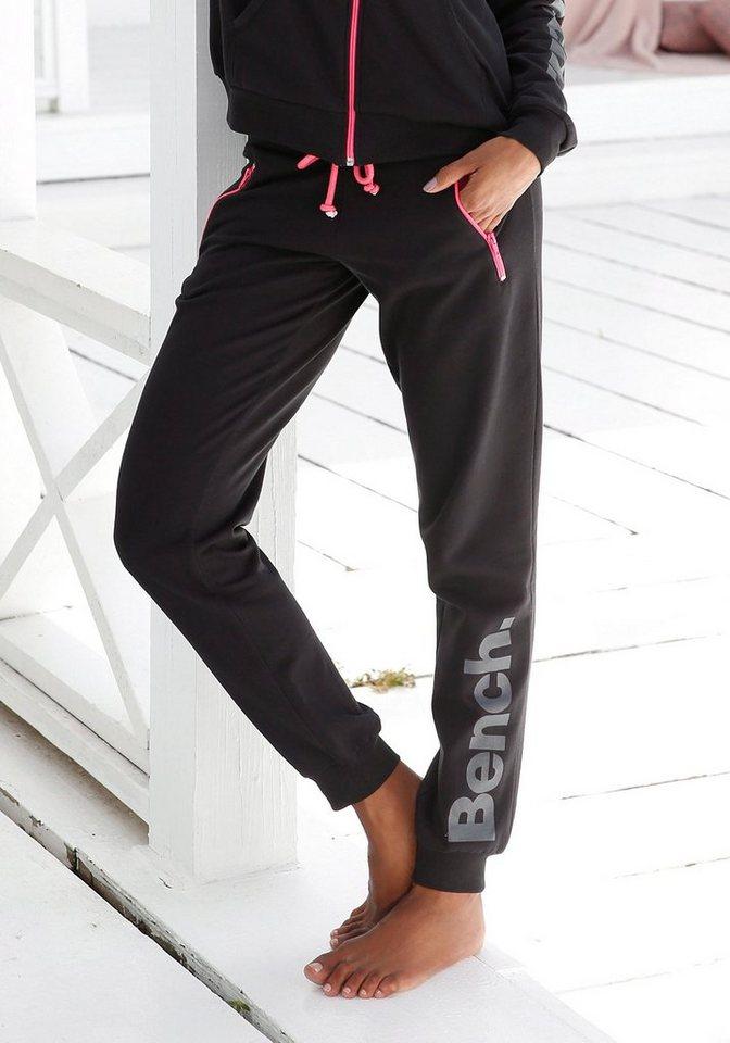 Bench. Relaxhose mit kontrastfarbenen Details   Bekleidung > Homewear > Relaxhosen   Schwarz   Bench.