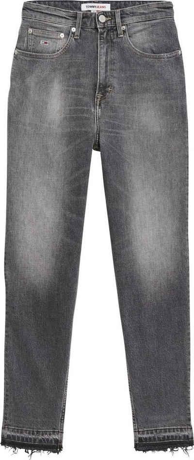 Tommy Jeans Mom-Jeans »MOM JEAN ULTRA HR TPRD ALBC« im Five-Pocket-Look und mit Abriebstellen