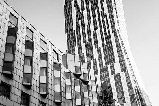 Places of Style Acrylglasbild »Hochhaus«