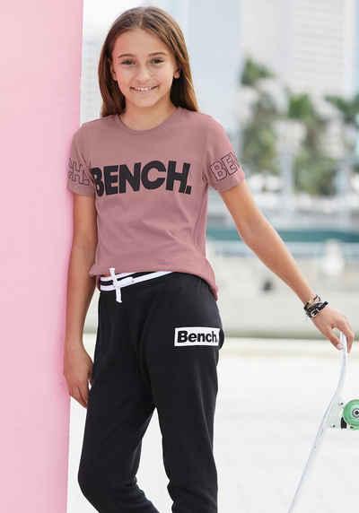 Bench. T-Shirt mit Bench-Logo-Drucken