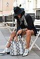 LASCANA Modeschal mit Schlangenoptik und mit kleinen Tasseln, Bild 2