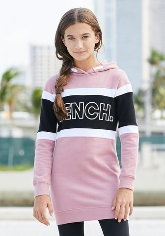 Платье спортивного стиля