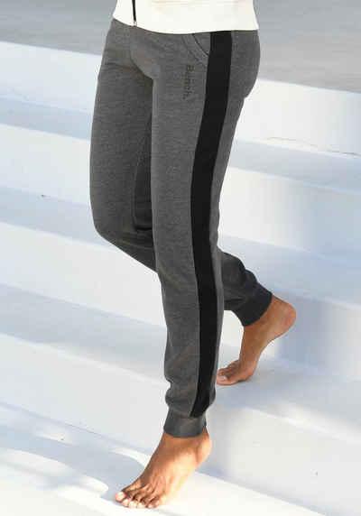 Bench. Sweathose mit Seitenstreifen und schmalem Bein
