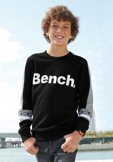 Bench. Sweatshirt mit großem Logodruck