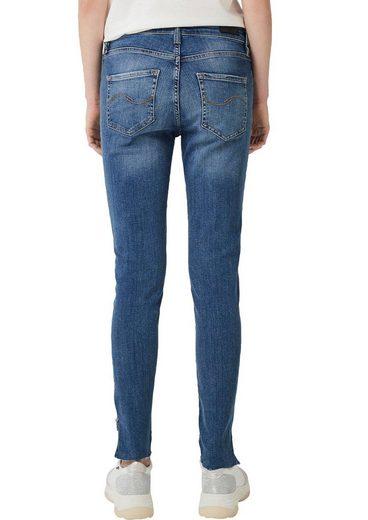 Q/S designed by Slim-fit-Jeans »REENA« mit Reißverschluss am Beinanschluss
