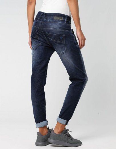 GANG Slim-fit-Jeans »New Georgina« mit charakteristischen Abnähern quer über den Oberschenkel