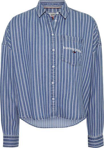 TOMMY JEANS Hemdbluse »TJW CROPPED BOXY STRIPE SHIRT« mit Tommy Jeans Logo-Schriftzug auf der Brust