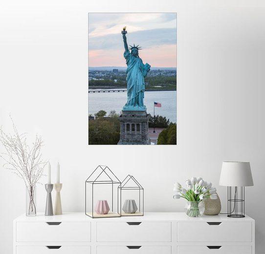 Posterlounge Wandbild, Luftaufnahme von der Freiheitsstatue bei Sonnenuntergang, New York City, USA