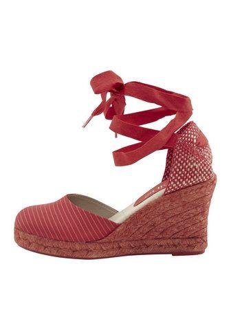 Туфли на каблуках с модный завязывание...