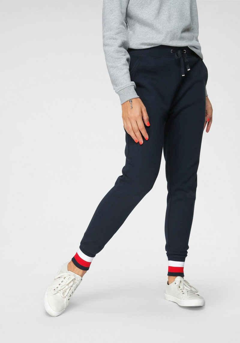 Tommy Hilfiger Sweathose »HERITAGE SWEATPANTS« mit den typisechen Tommy Streifen am Beinabschluss & Tommy Hilfiger Logo-Flag