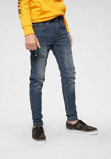 Buffalo Stretch-Jeans regular fit mit schmalem Bein und Badges mit Nieten