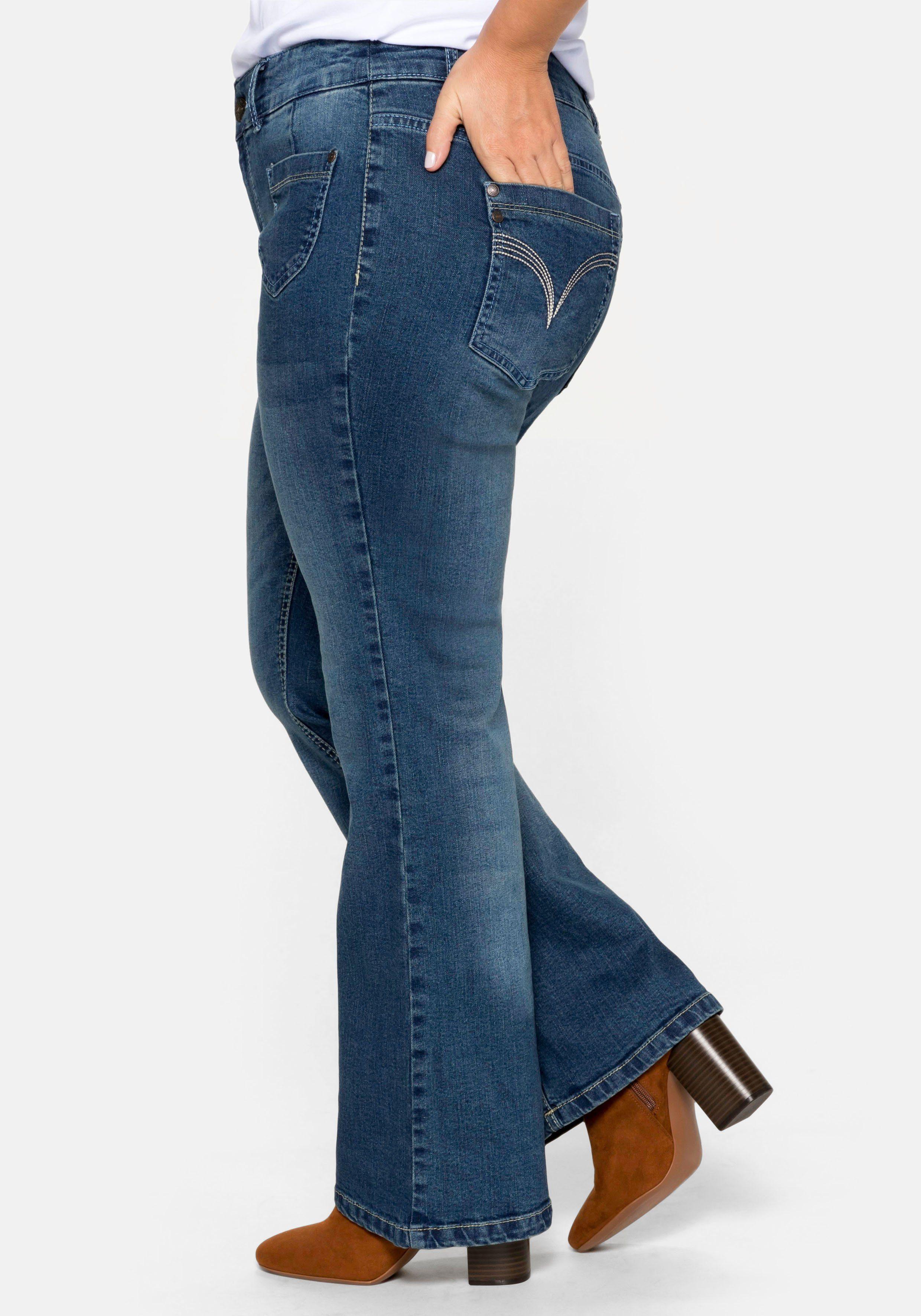 Sheego Bootcut-Jeans Mit individuellen Used-Effekten