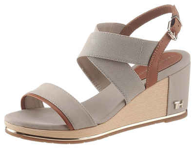 TOMMY HILFIGER »TH HARDWARE BASIC MID WEDGE« Sandalette mit Logoemblem