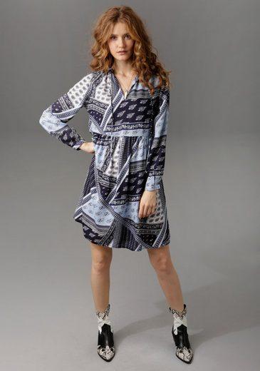 Aniston CASUAL Tunikakleid mit trendigem Patchdruck