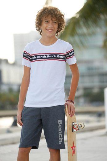 Bench. T-Shirt mit Druck in Streifenoptik