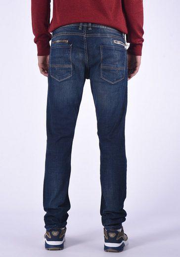Kaporal Jeans mit kleiner Reißverschlusstasche