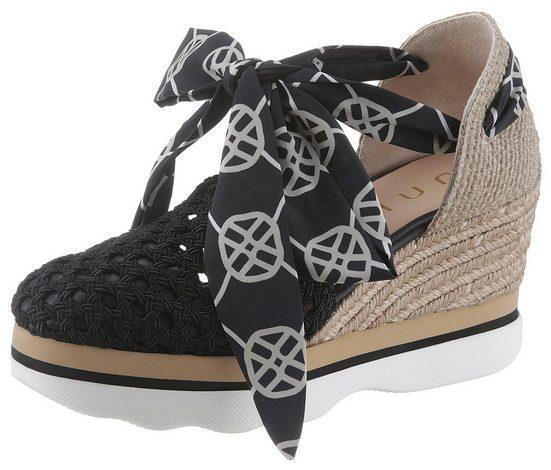 Unisa »Luengo« Sandalette mit sommerlichen Lochmuster