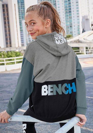 Bench. Kapuzensweatshirt in sehr weiter Form