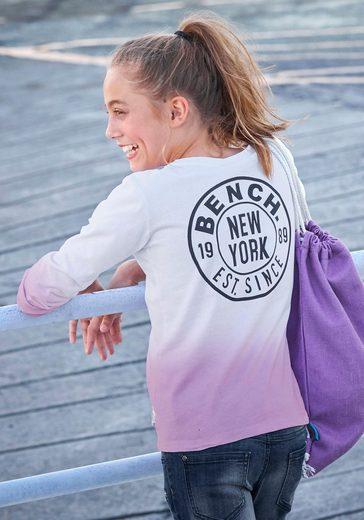 Bench. Langarmshirt mit modischem Farbverlauf und Rückendruck