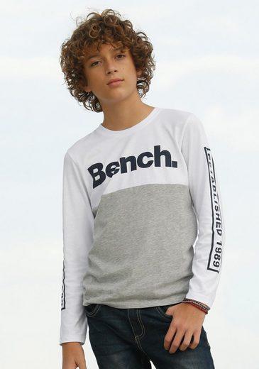 Bench. Langarmshirt mit Drucken