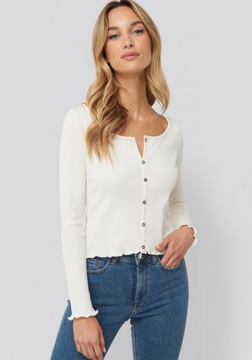 Pamela Reif X NA-KD Langarmshirt »Pamela Reif x NA-KD« knöpfbares Offshoulder Shirt mit Langarm, nachhaltig produziert & zertifiziert