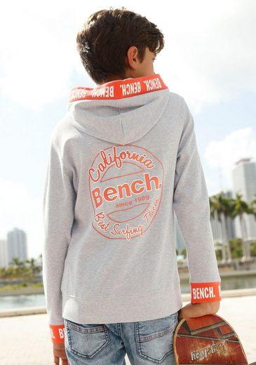 Bench. Sweatshirt mit Logo-Druck auf den Bündchen