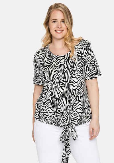 Sheego T-Shirt mit Animalprint und geknotetem Saum