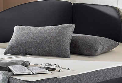 kissen couch good captivating kissen sofa dunkelblaue couch mit vielen in grautnen grauer. Black Bedroom Furniture Sets. Home Design Ideas