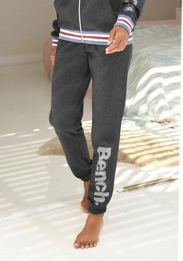 Bench. Sweatpants mit Logodruck in Metalloptik