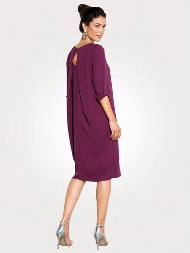 Mona Kleid mit aparter Rückenlösung