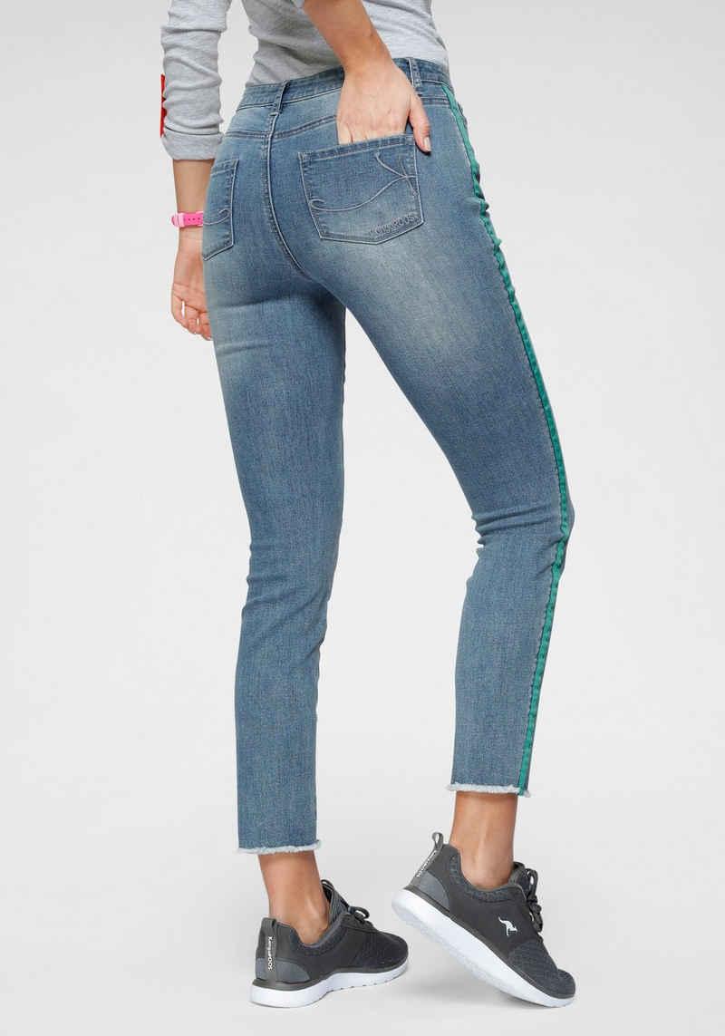 KangaROOS Skinny-fit-Jeans mit coolem kontrastfarbenen Seitenstreifen