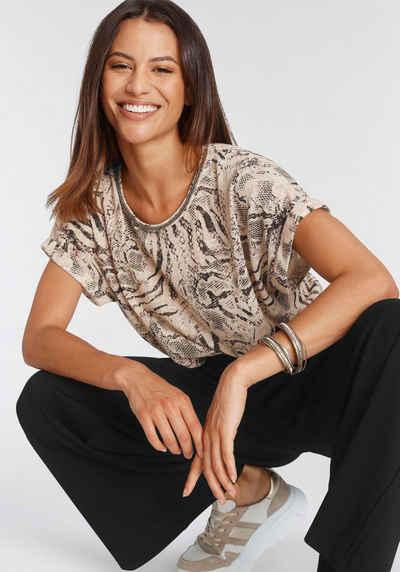 soyaconcept Print-Shirt »SC-ARETHA AOP24« mit Zierblende am Ausschnitt