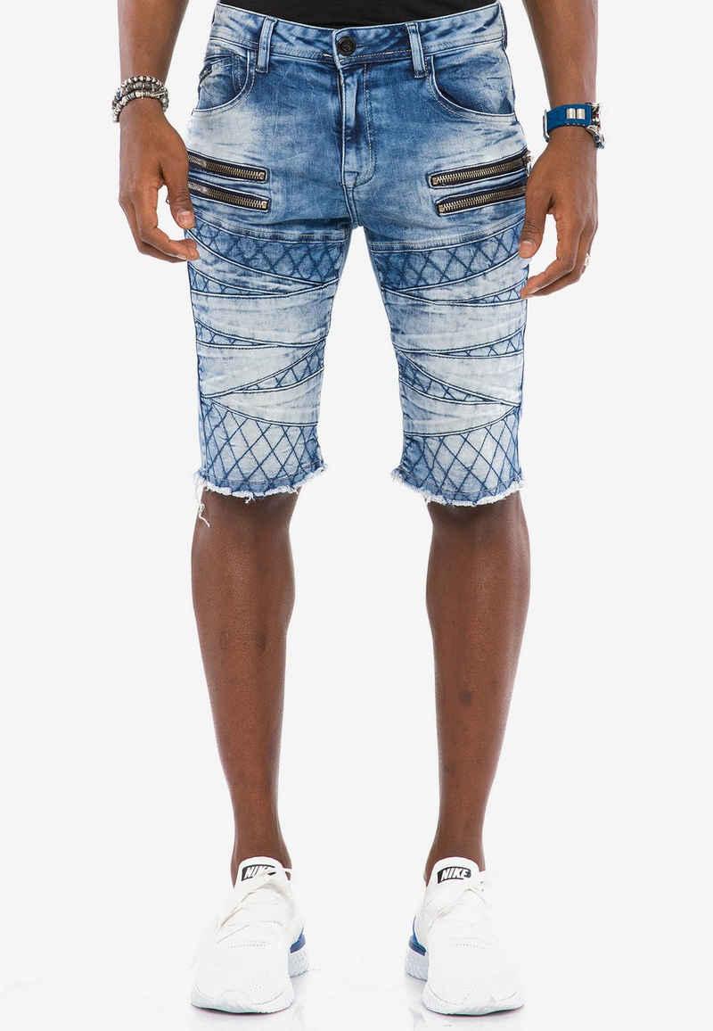 Cipo & Baxx Shorts mit ausgefallenem Muster