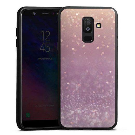 DeinDesign Handyhülle »Tender Gleam Glitterlook« Samsung Galaxy A6 Plus Duos (2018), Hülle Glitzer Look Schneeflocken Muster