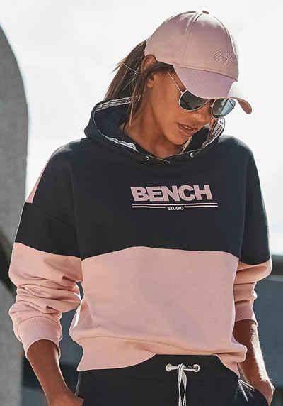 Bench. Hoodie mit Logodruck