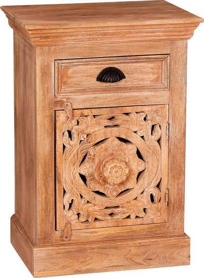 SIT Kommode, Mit aufwändigen Holzschnitzereien
