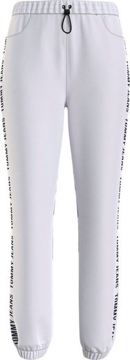 Tommy Jeans Jogginghose »TJW JOGGER TAPE RELAXED« mit Tommy Jeans Logo-Schriftzug seitlich am Bein