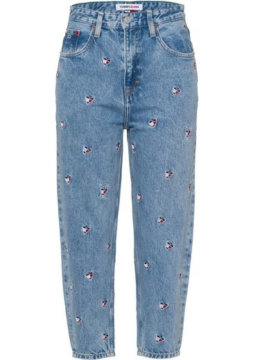 Tommy Jeans Mom-Jeans »Mom Jean UHR TPRD AE710 SCLBR« mit allover bestickten Herzmotiven