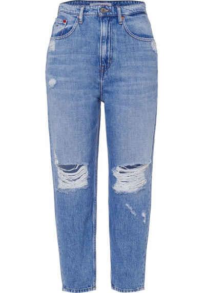 Tommy Jeans Mom-Jeans »Mom Jean UHR TPRD AE718 HYLBRD« mit heavy Destroyed-Effekten & Tommy Jeans Logo-Badge