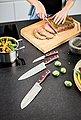 RÖSLE Kochmesser »Rockwood«, scharfes Küchenmesser zum Schneiden von Fleisch, Fisch, Geflügel und Gemüse, Klingenspezialstahl, rotbraunes Pakkaholz, Bild 3