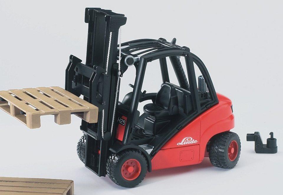 bruder® Gabelstapler, »Linde H30D mit Anhängerkupplung und 2 Paletten« in rot