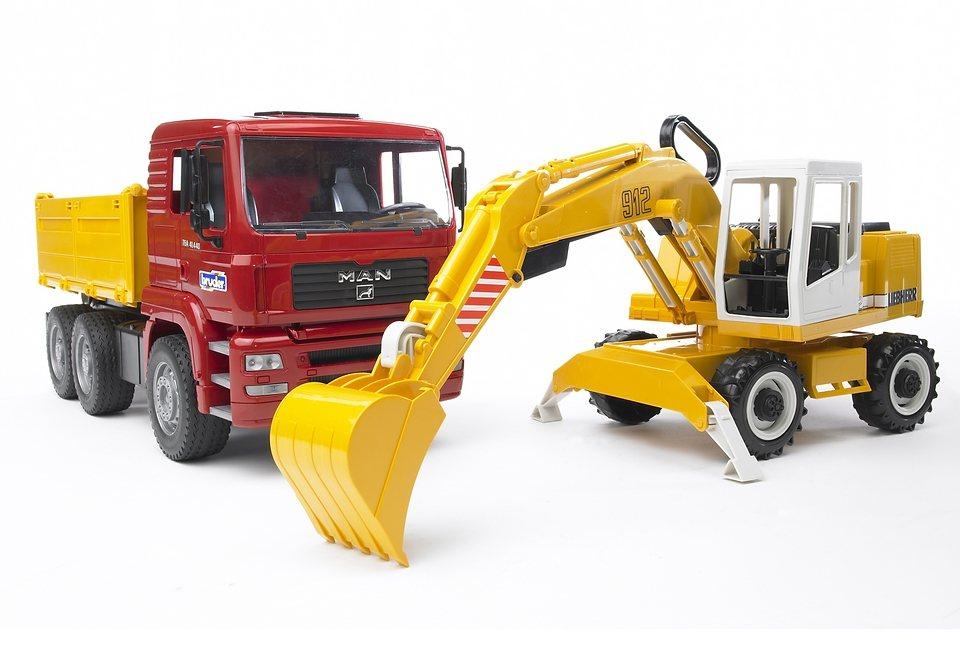 bruder® LKW, »MAN TGA Kipplastwagen mit Liebherr Schaufelbagger« in gelb