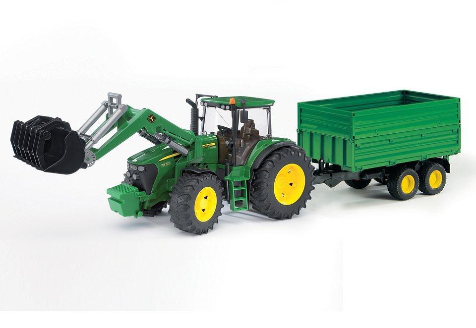 bruder® Traktor, »John Deere 7930 mit Frontlader und Tandemachs-Transportanhänger« in grün