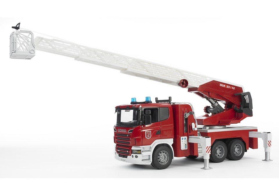bruder® Feuerwehr, »R-Serie Feuerwehrleiterwagen mit Wasserpumpe und Light and Sound Modu in rot