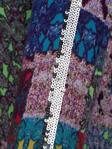 Amy Vermont V-Ausschnitt-Pullover mit grafischem Druck