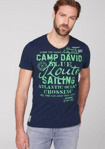 CAMP DAVID V-Shirt mit großem Logofrontprint