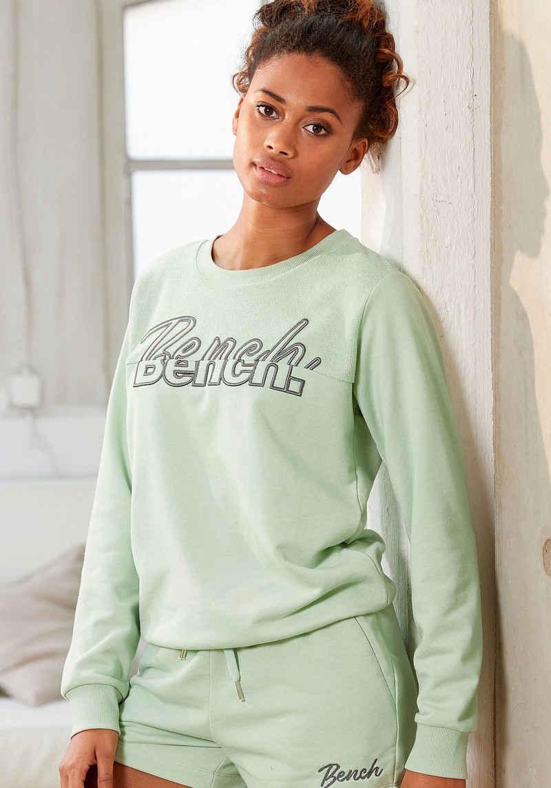 Bench. Sweatshirt mit Logostickerei