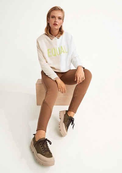comma casual identity Sweatshirt »Shirt mit gesticktem Schriftzug« (1-tlg) Rippblende, Stickerei